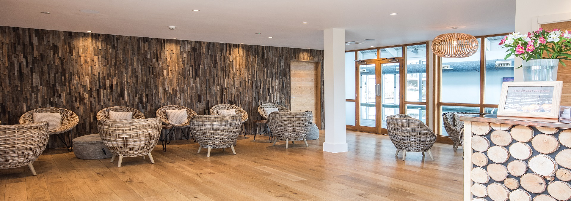 Pleasing Luxury Cotswolds Spa Break Self Catering Lakeside Holidays Home Interior And Landscaping Palasignezvosmurscom